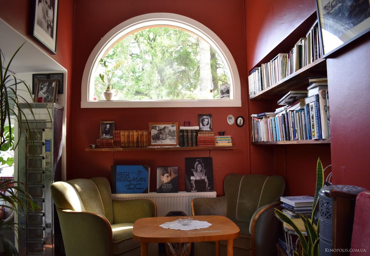 Кінокафе - бібліотека